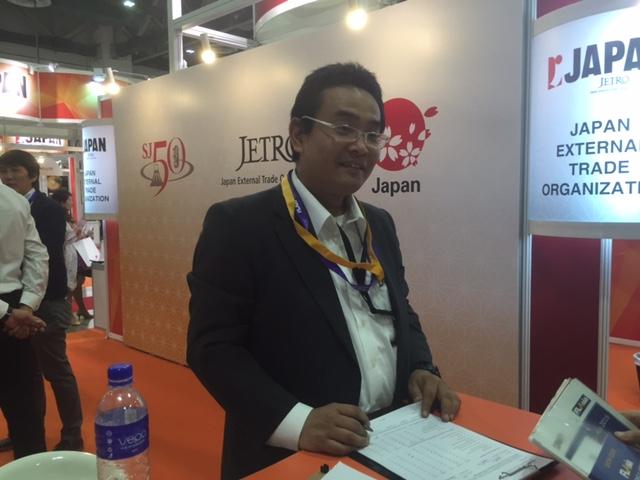 「今回の出展で日本だけにとどまらず海外に目を向けてもらい、事業、収益拡大について考える一つのきっかけにしてもらいたいですね」とジェトロ・サービス産業部の馬場雄一主幹