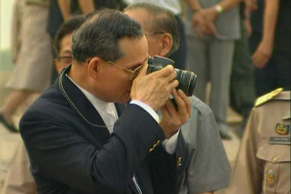 カメラを愛用したことで知られるプミポン国王