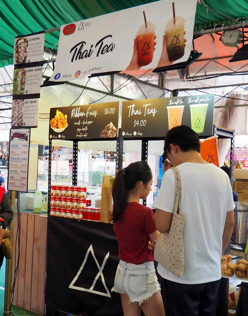今年はミルクティ専門の屋台は少なく、ミルクティプラス他のもの、といった店がほとんどでした。