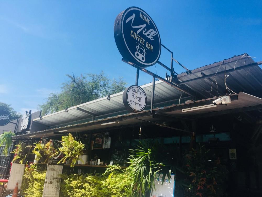 バンコク郊外のローカルカフェ