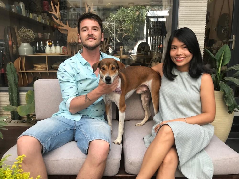 オーナー夫妻のMaxさん、Yenさん、そして愛犬の「イヌ」くん