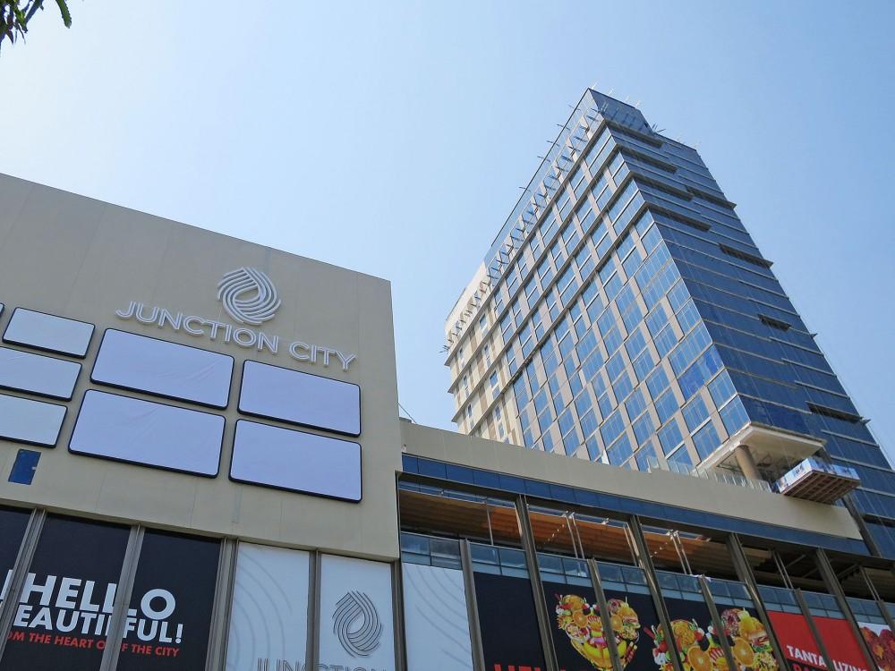 ヤンゴン中心部そびえる複合商業施設ジャンクションシティ