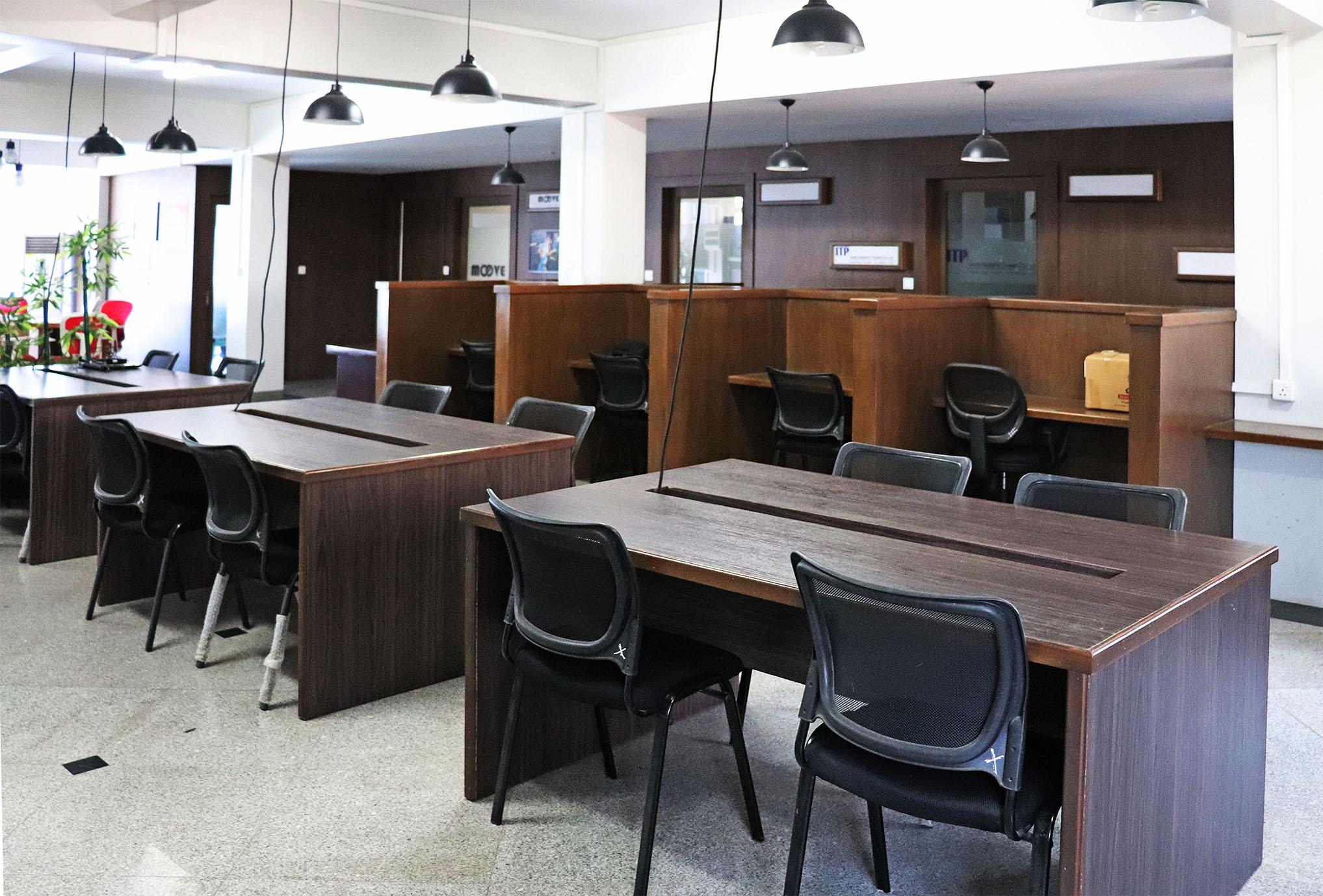 レンタルオフィスも併設するインパクトハブ・ティンガンジュン