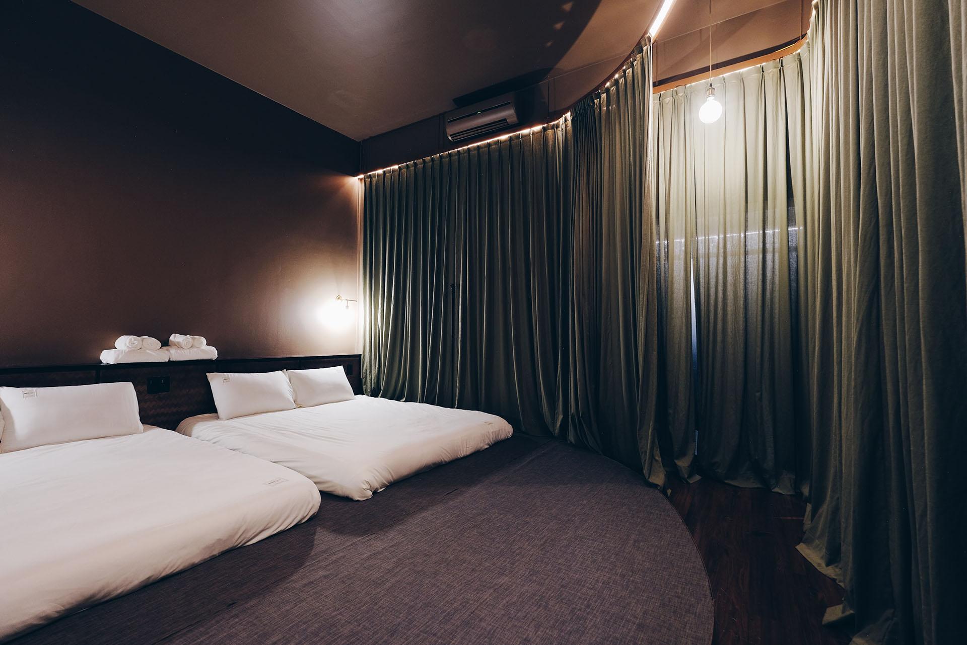QUADRUPLE ROOMは4人まで泊まれる仕様。