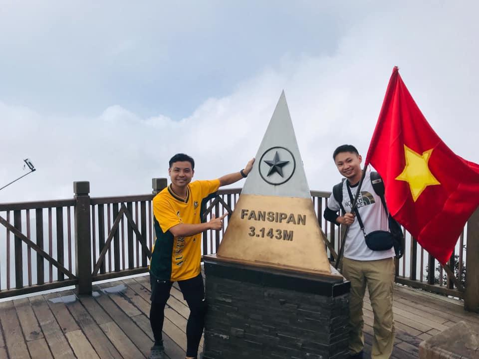 ベトナム最高峰、ファンシパン山にて