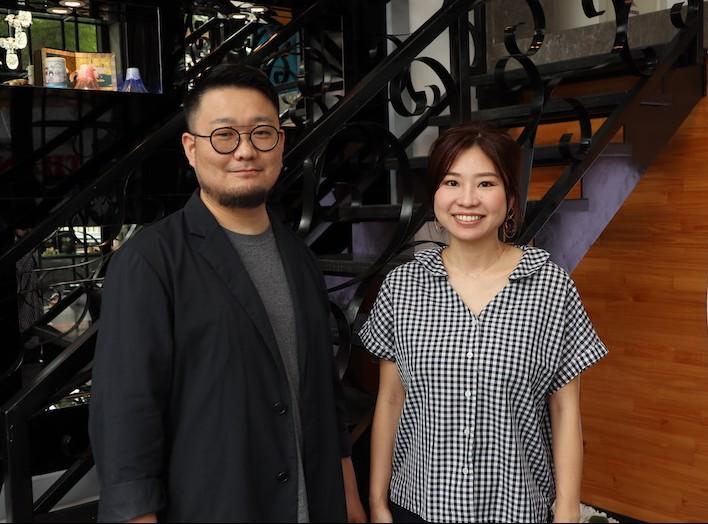左:鴇田さん、右:スタイリストのノリコさん