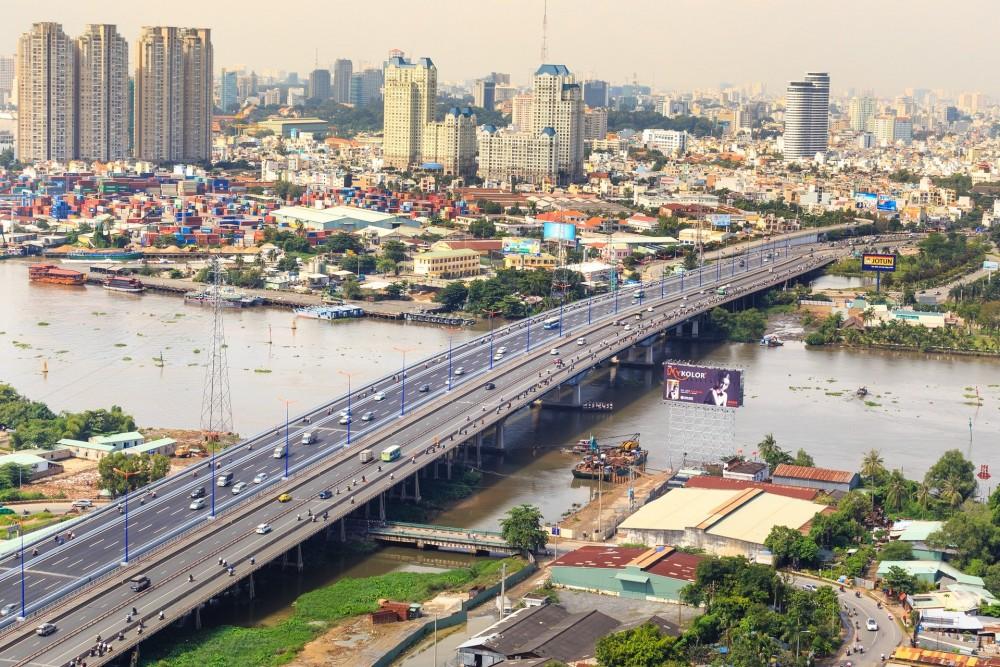 ホーチミン 川、橋
