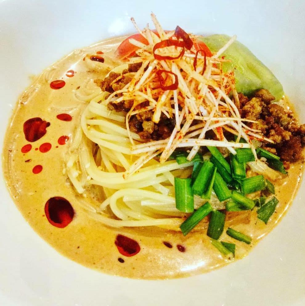 中華とイタリアンのフュージョンパスタ。クリーミーなソースにピリ辛な味わいがベトナム人のお客様にも人気。