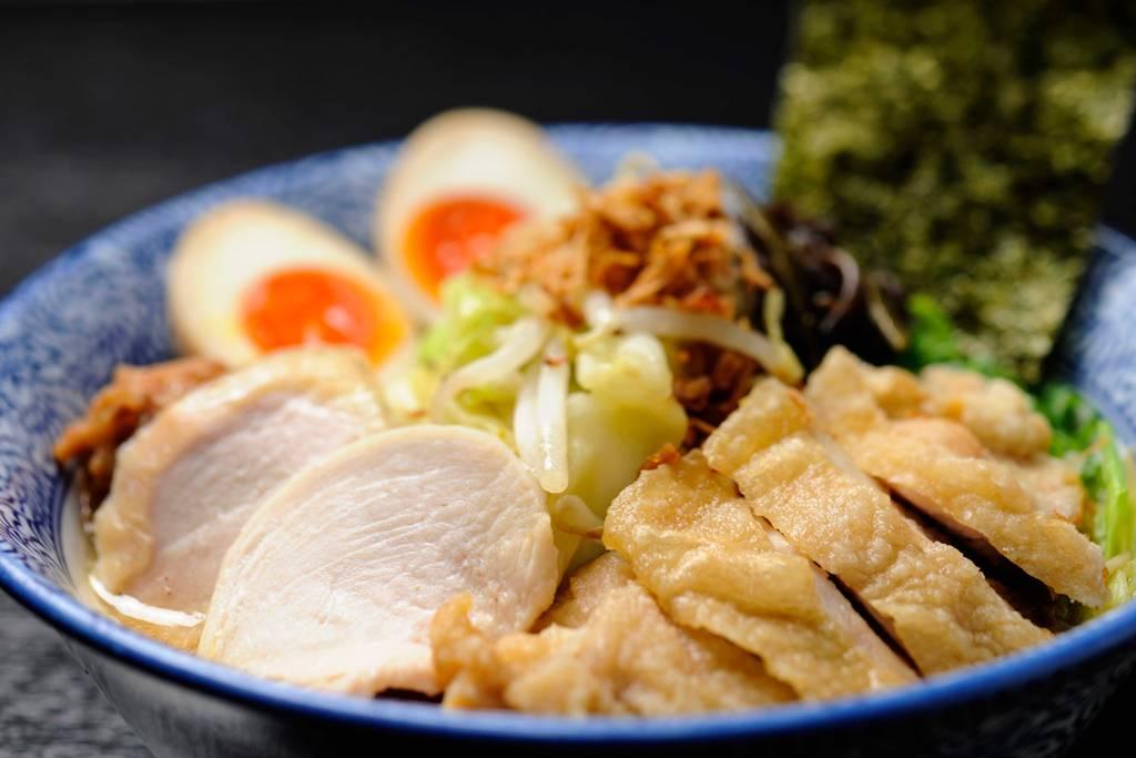 ガッツリ鶏白湯ラーメン