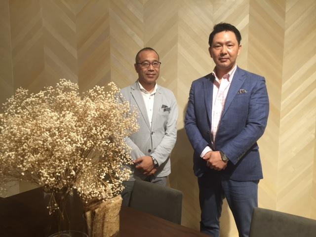 カンディハウスの藤田哲也社長(左)と染谷哲義取締役マーケティング本部長(右)