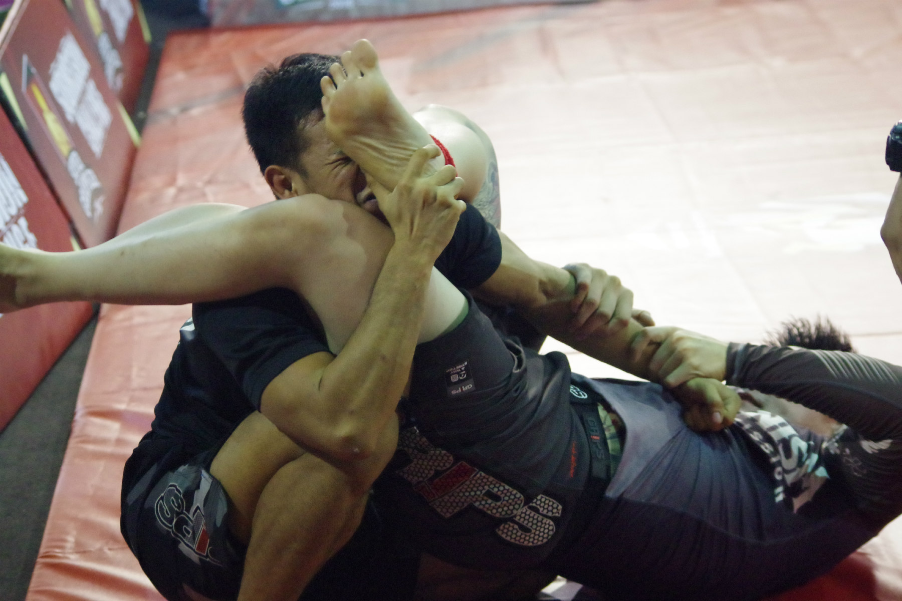 asean170803grappling2