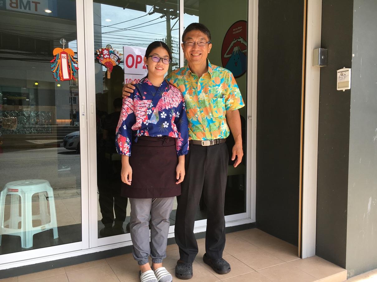取材日には愛娘も店を手伝っていた。笑顔がいい。