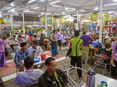 サービスエリアの飲食店は、どんなに混雑していても20分以内に注文から支払いまでを終わらせる必要がある