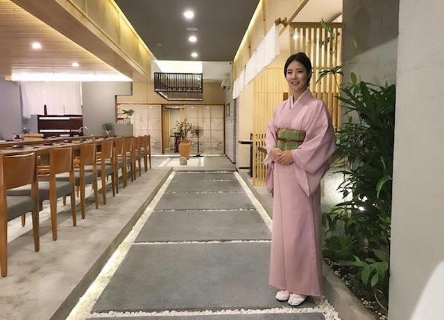 日本人女将、宏子さんも常駐。