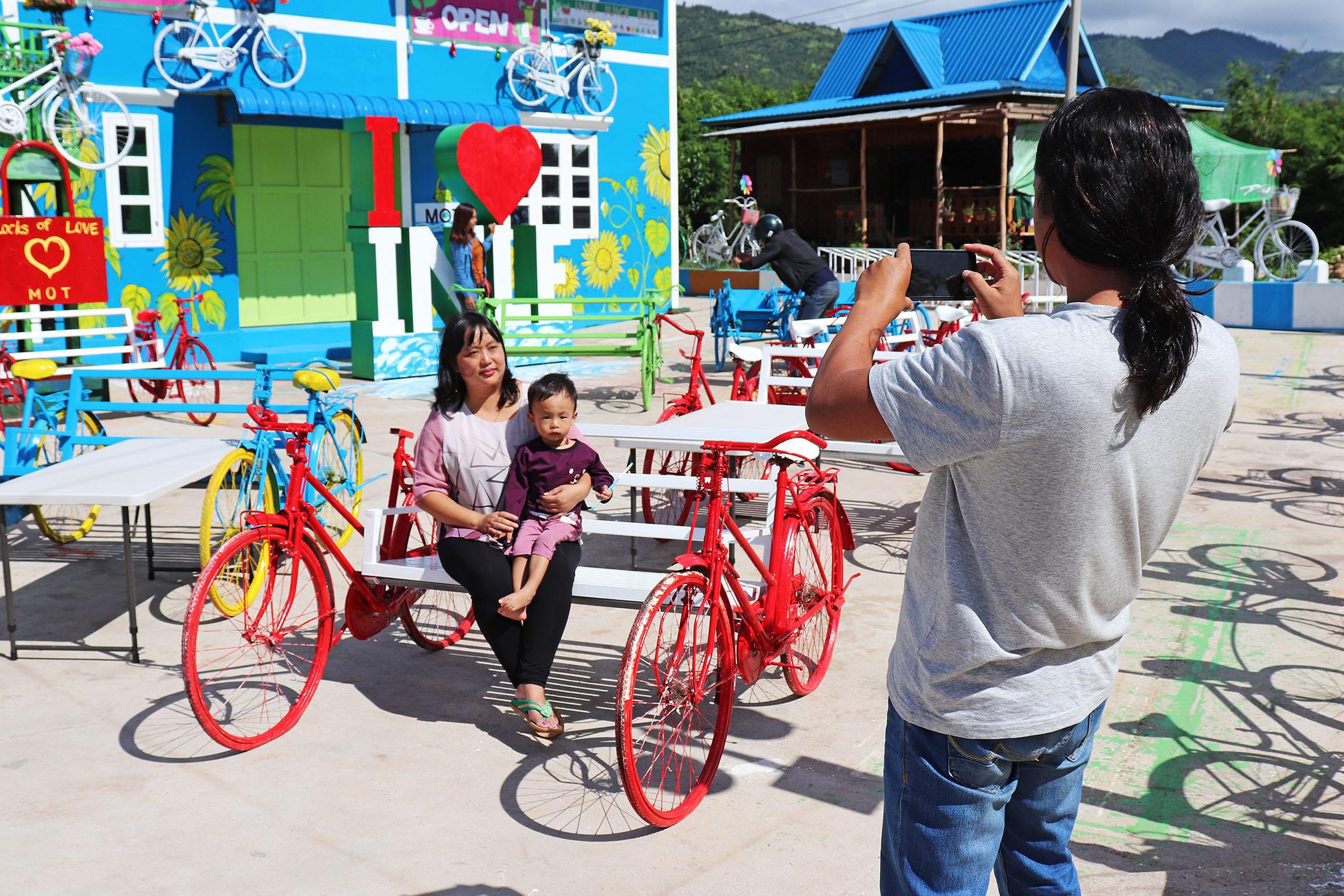 ミャンマー人も自撮りが大好き