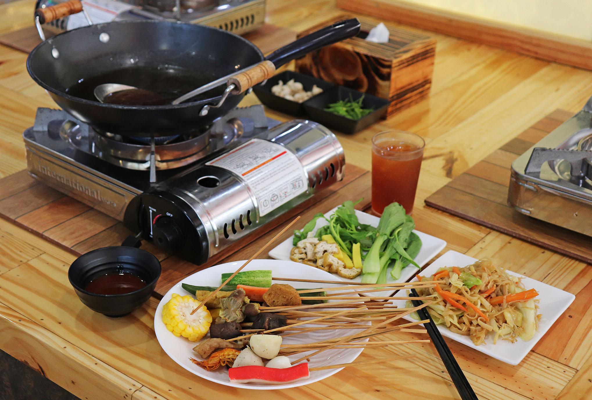 一人用の小さい鍋で楽しむシャーレーレーのワッタードゥトゥ