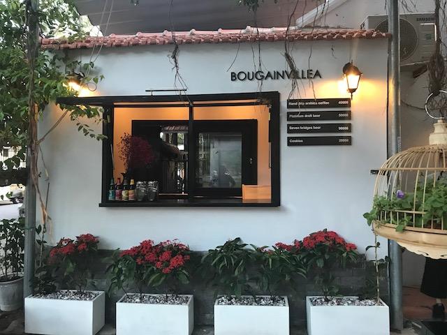 併設のカフェ、「Bougainvillea」