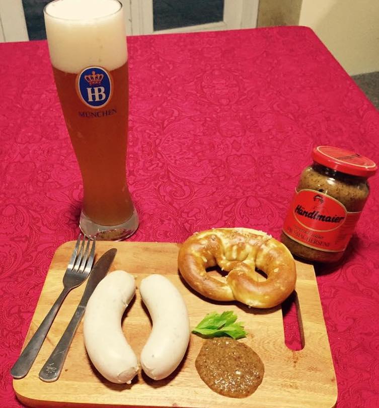 「M.Z.German Delicatessen」の商品一例。自家製のソーセージとプレッツェル、そしてジャーマンビール。本格的なドイツの代表料理が味わえる。