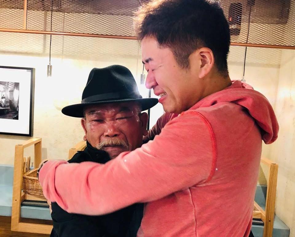 ティンさん・すみけんさん抱き合う