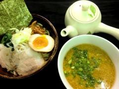 「横綱ヤンゴン」の「濃厚豚骨魚介つけ麺」