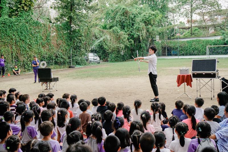 バンコクのThawsi School(小学校)でのショーの様子